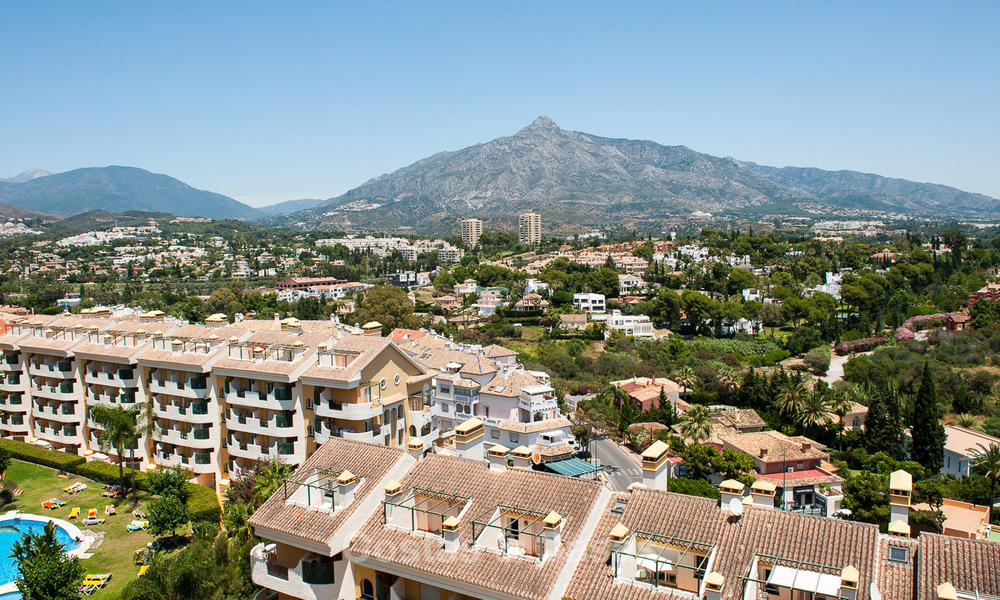 Renovated penthouse apartment for sale with sea views and within walking distance to all amenities and Puerto Banus in Nueva Andalucia, Marbella 30930