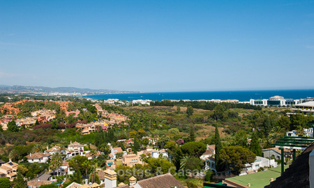 Renovated penthouse apartment for sale with sea views and within walking distance to all amenities and Puerto Banus in Nueva Andalucia, Marbella 30935