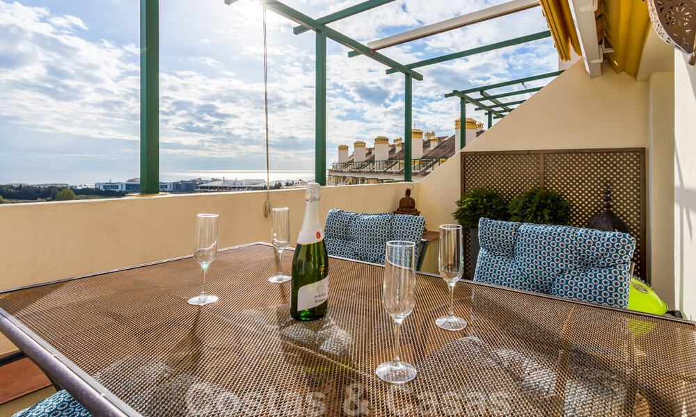 Renovated penthouse apartment for sale with sea views and within walking distance to all amenities and Puerto Banus in Nueva Andalucia, Marbella 31173