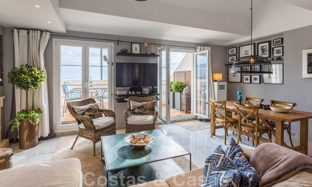 Renovated penthouse apartment for sale with sea views and within walking distance to all amenities and Puerto Banus in Nueva Andalucia, Marbella 31182