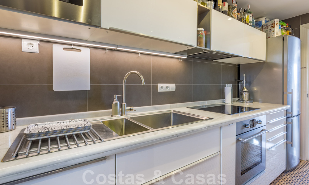 Renovated penthouse apartment for sale with sea views and within walking distance to all amenities and Puerto Banus in Nueva Andalucia, Marbella 31186