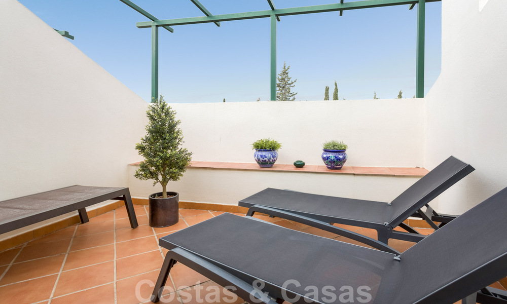 Renovated penthouse apartment for sale with sea views and within walking distance to all amenities and Puerto Banus in Nueva Andalucia, Marbella 31199