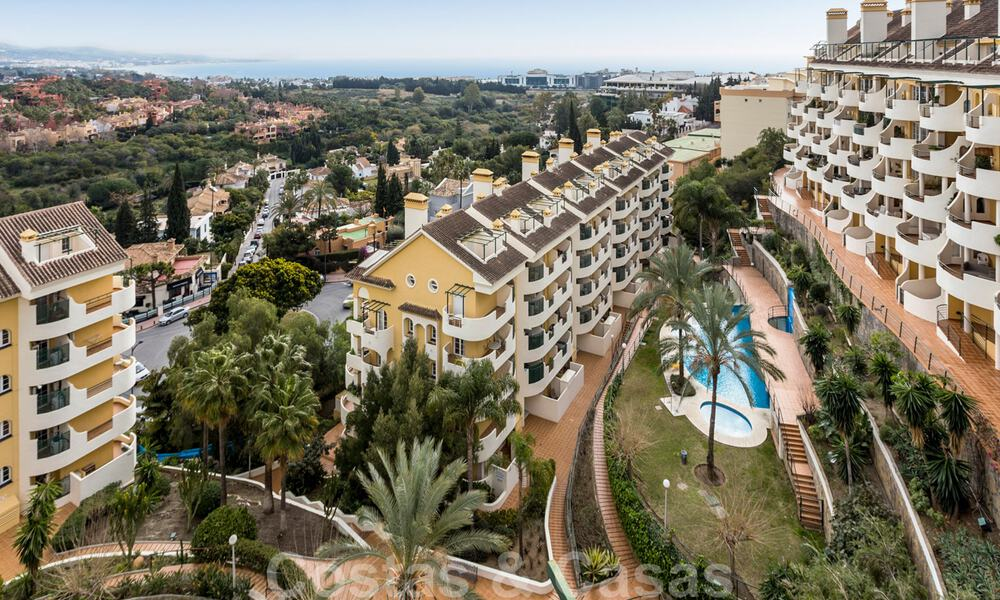 Renovated penthouse apartment for sale with sea views and within walking distance to all amenities and Puerto Banus in Nueva Andalucia, Marbella 31201