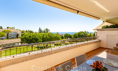 Timeless luxury flat for sale with sea views on the Golden Mile, between Puerto Banus and Marbella 30908