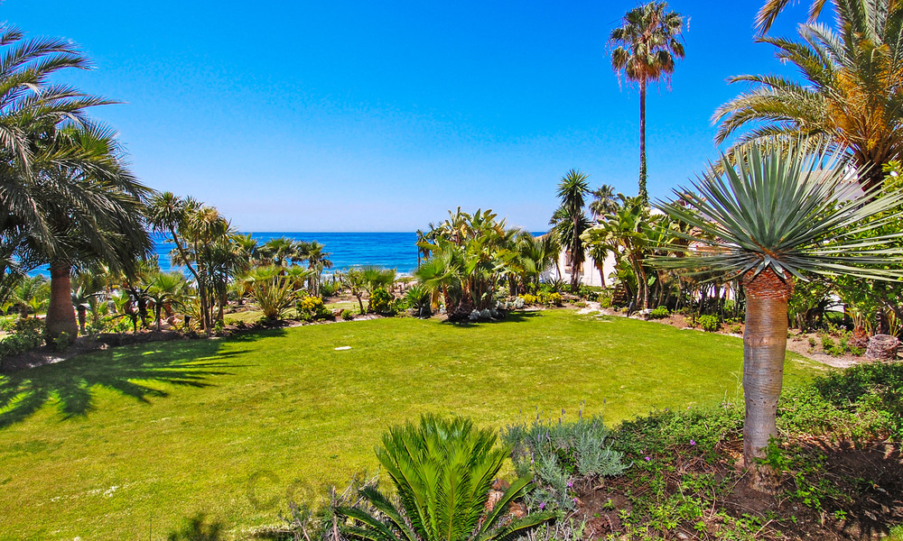 Exclusive apartment for sale with sea views in a frontline beach complex on the New Golden Mile, Marbella - Estepona 30939