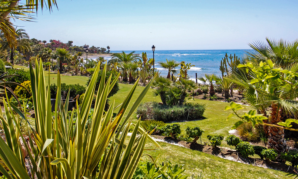 Exclusive apartment for sale with sea views in a frontline beach complex on the New Golden Mile, Marbella - Estepona 30942