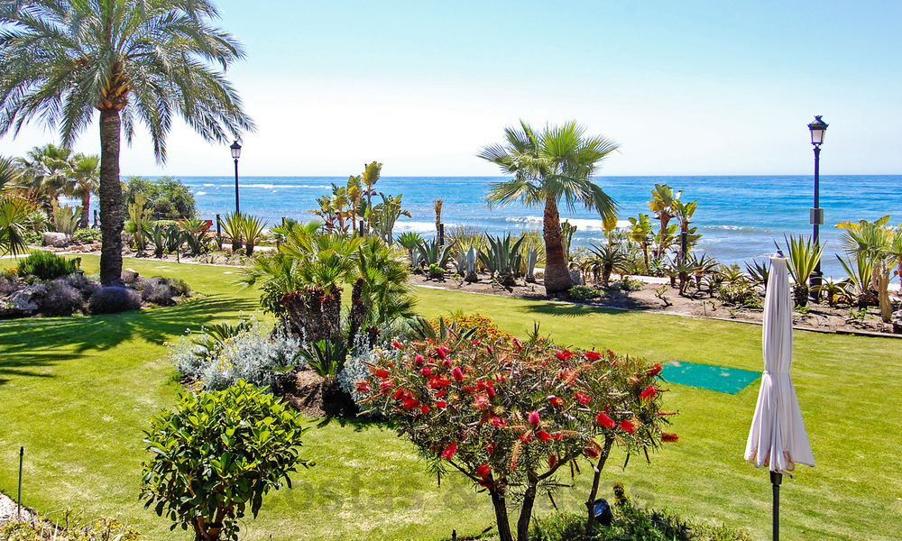 Exclusive apartment for sale with sea views in a frontline beach complex on the New Golden Mile, Marbella - Estepona 30944
