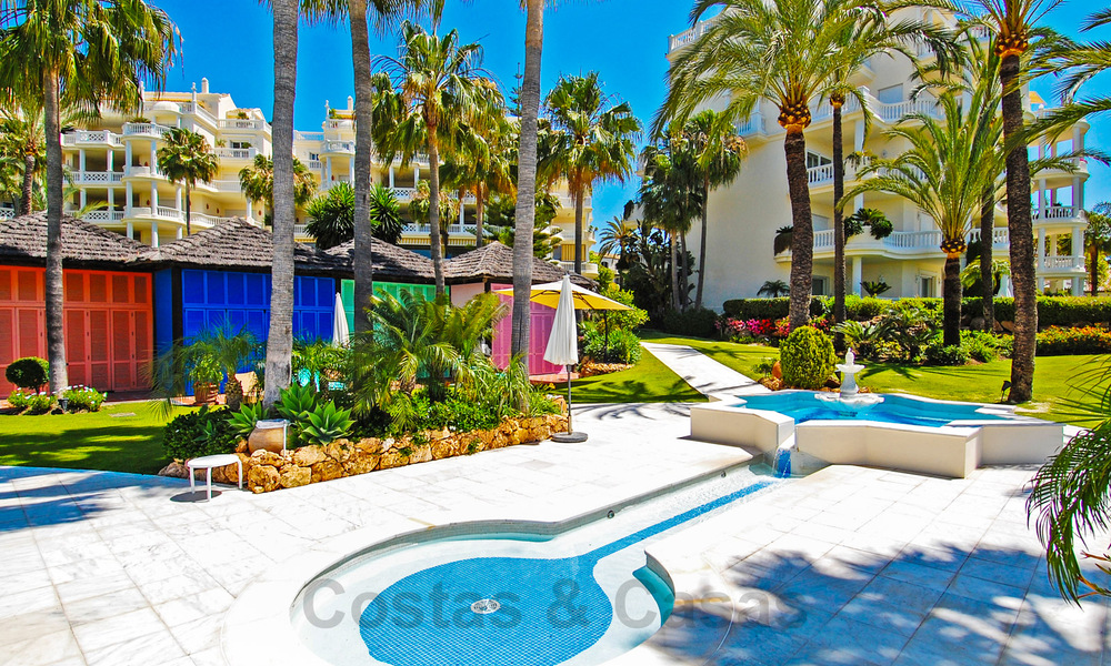 Exclusive apartment for sale with sea views in a frontline beach complex on the New Golden Mile, Marbella - Estepona 30946