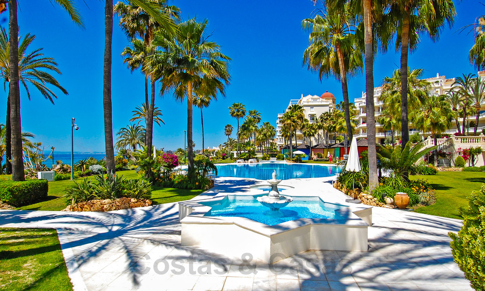 Exclusive apartment for sale with sea views in a frontline beach complex on the New Golden Mile, Marbella - Estepona 30947