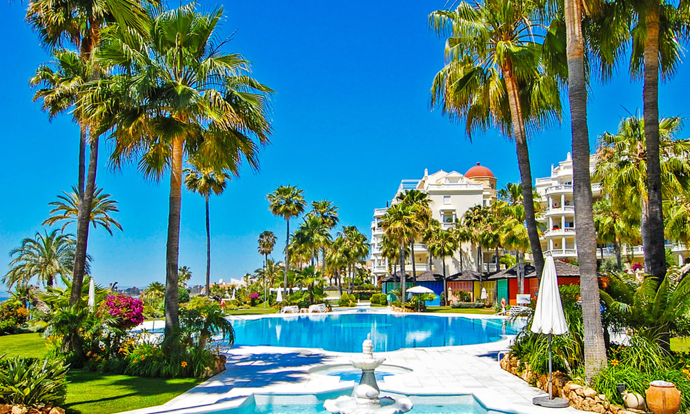 Exclusive apartment for sale with sea views in a frontline beach complex on the New Golden Mile, Marbella - Estepona 30948