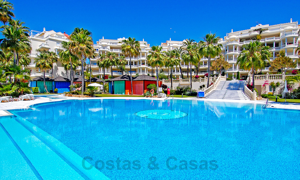 Exclusive apartment for sale with sea views in a frontline beach complex on the New Golden Mile, Marbella - Estepona 30949