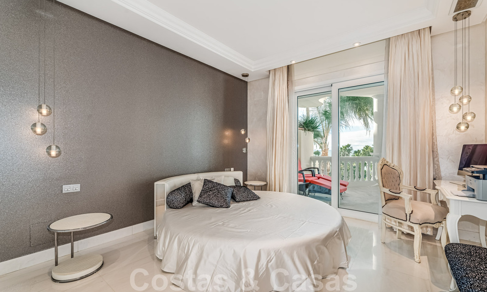 Exclusive apartment for sale with sea views in a frontline beach complex on the New Golden Mile, Marbella - Estepona 30972