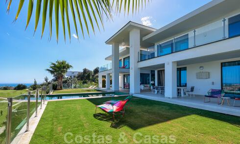 Modern villa for sale, frontline golf with panoramic mountain, golf and sea views in Benahavis - Marbella 31012