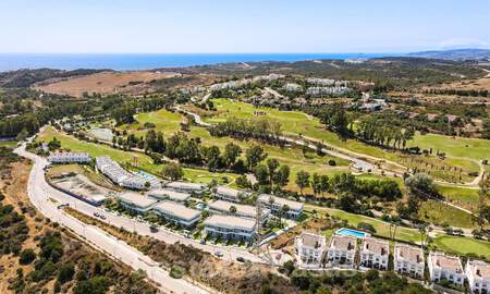 New, modern townhouses for sale, some with golf- and sea views, frontline golf in Estepona 31528