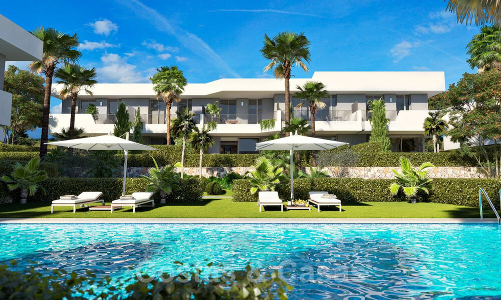 New, modern townhouses for sale, some with golf- and sea views, frontline golf in Estepona 31530