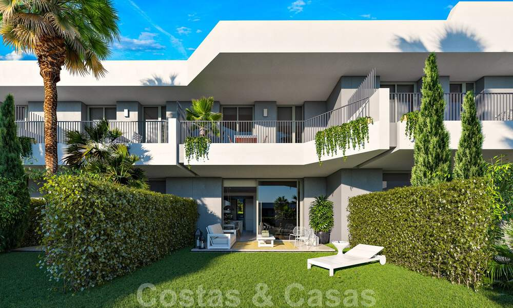 New, modern townhouses for sale, some with golf- and sea views, frontline golf in Estepona 31531