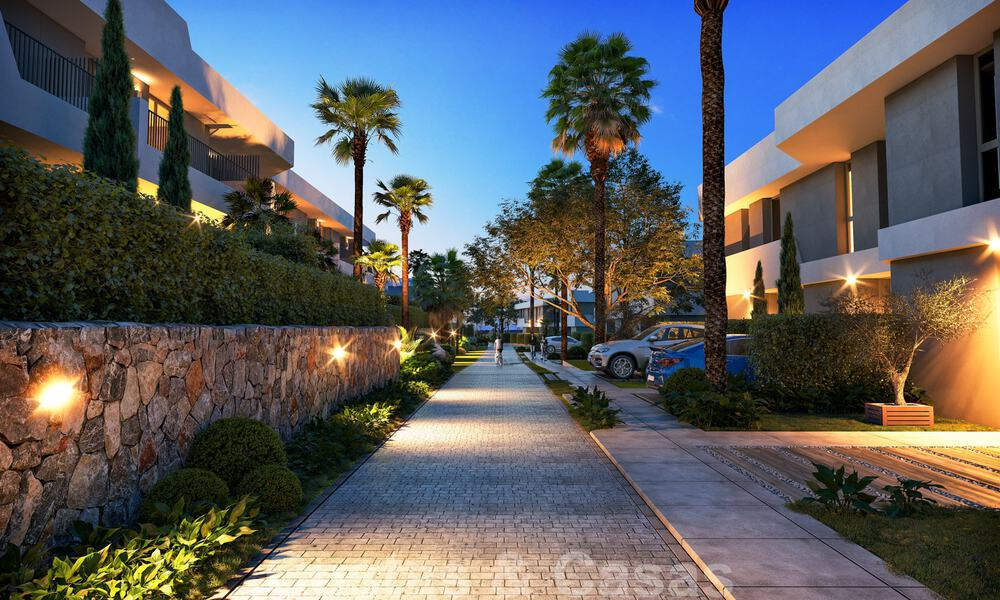 New, modern townhouses for sale, some with golf- and sea views, frontline golf in Estepona 31532