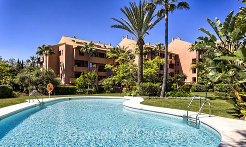 Luxury apartment for sale near the beach in a prestigious complex, just east of the centre of Marbella 31622