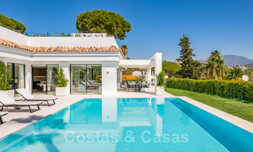 Refurbished luxury villa in contemporary style for sale, close to amenities in the golf valley of Nueva Andalucia, Marbella 31740