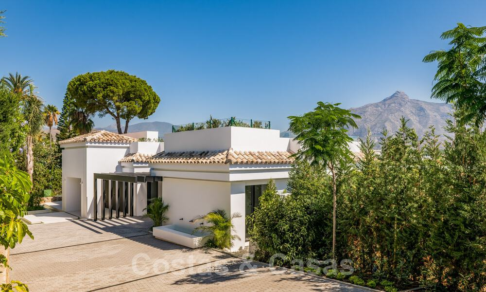 Refurbished luxury villa in contemporary style for sale, close to amenities in the golf valley of Nueva Andalucia, Marbella 31753