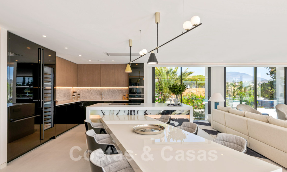 Refurbished luxury villa in contemporary style for sale, close to amenities in the golf valley of Nueva Andalucia, Marbella 31762