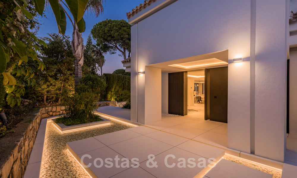 Refurbished luxury villa in contemporary style for sale, close to amenities in the golf valley of Nueva Andalucia, Marbella 31782