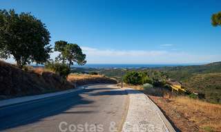 Building plots for sale with panoramic sea and mountain views on a luxury estate in Marbella - Benahavis 32271