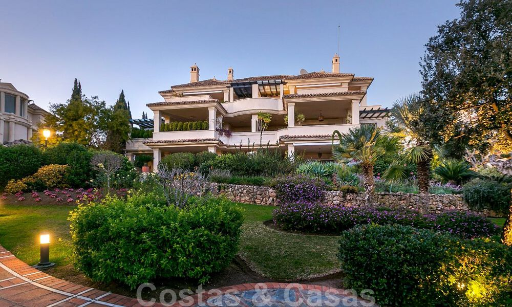 Spacious luxury penthouse with panoramic views for sale on a golf course in Nueva Andalucia, Marbella 32094