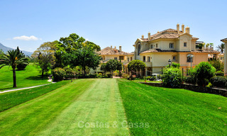 Spacious luxury penthouse with panoramic views for sale on a golf course in Nueva Andalucia, Marbella 32098