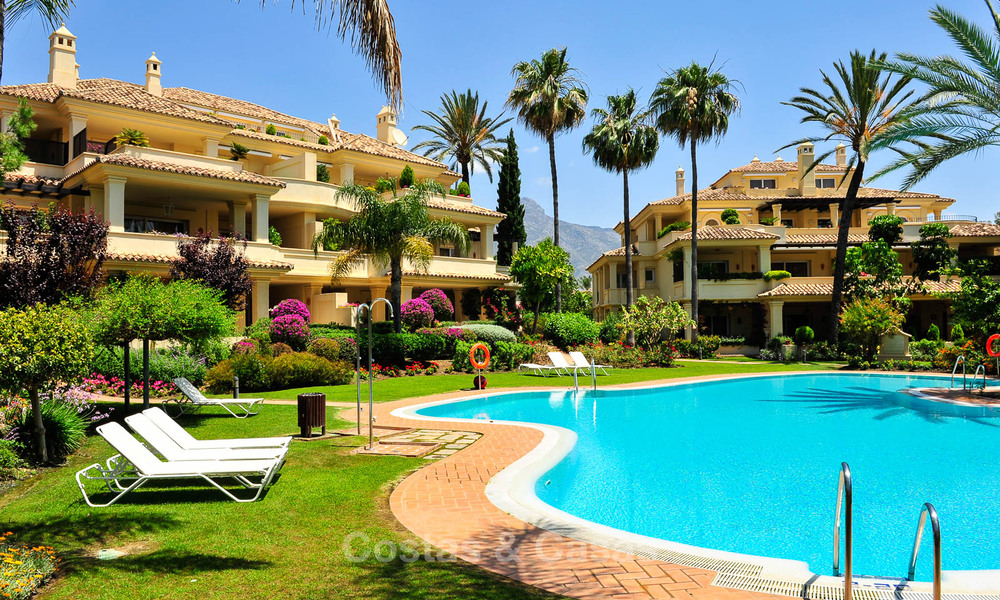 Spacious luxury penthouse with panoramic views for sale on a golf course in Nueva Andalucia, Marbella 32106