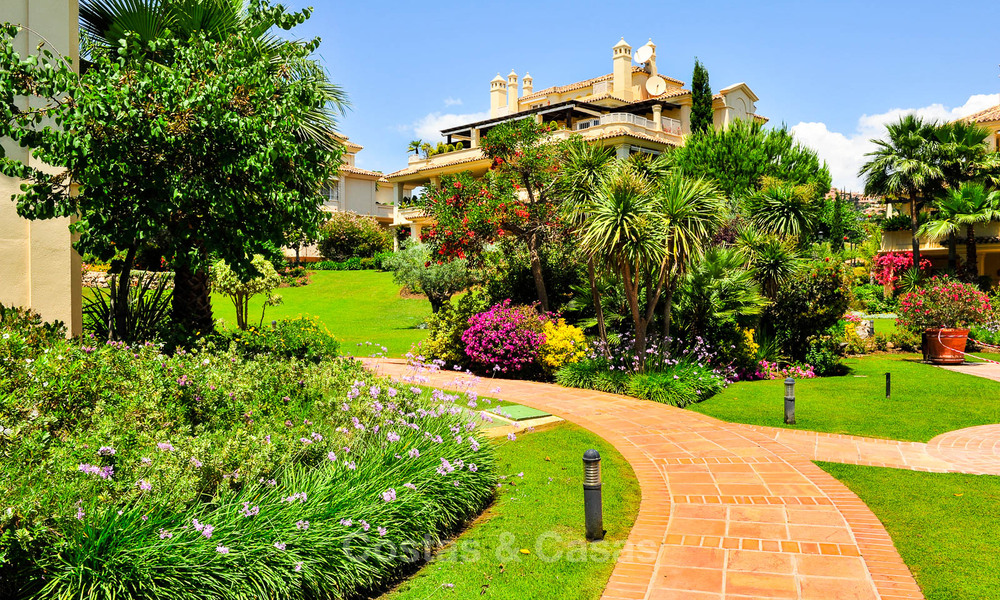 Spacious luxury penthouse with panoramic views for sale on a golf course in Nueva Andalucia, Marbella 32109