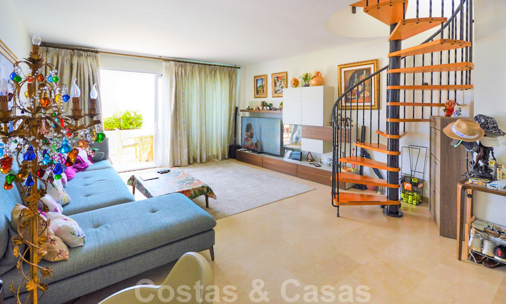 Frontline beach penthouse apartment for sale with private pool on the New Golden Mile, between Marbella and Estepona 32177