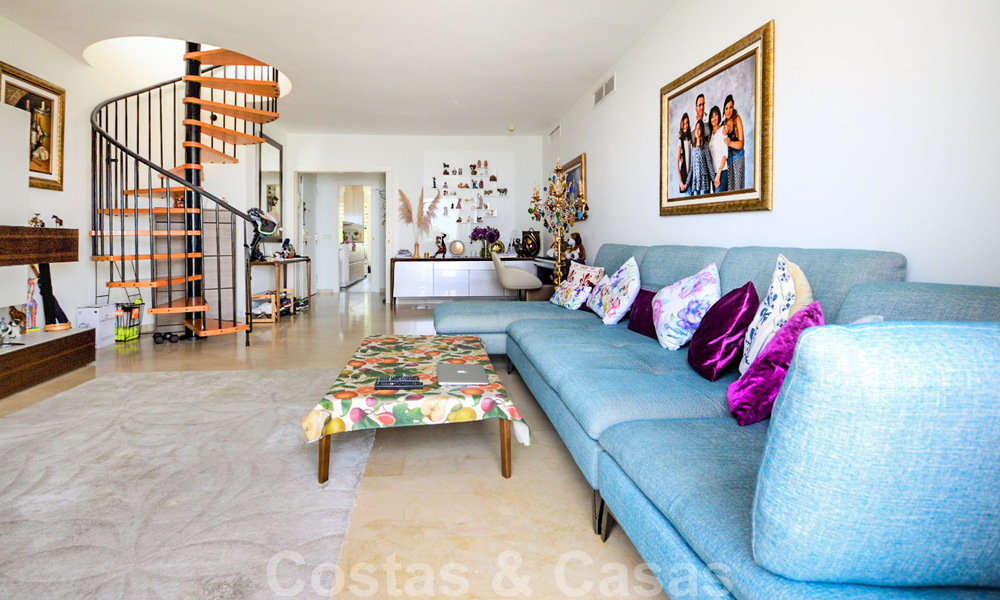 Frontline beach penthouse apartment for sale with private pool on the New Golden Mile, between Marbella and Estepona 32179