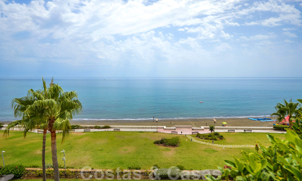 Frontline beach penthouse apartment for sale with private pool on the New Golden Mile, between Marbella and Estepona 32183