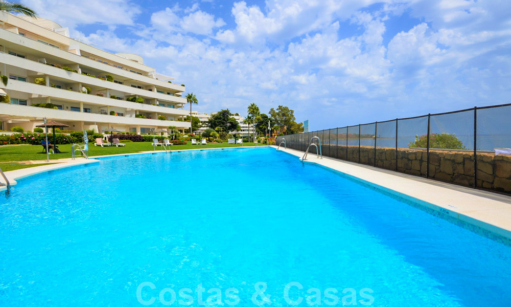 Frontline beach penthouse apartment for sale with private pool on the New Golden Mile, between Marbella and Estepona 32187