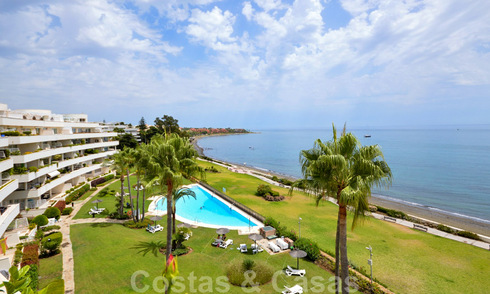 Frontline beach penthouse apartment for sale with private pool on the New Golden Mile, between Marbella and Estepona 32189
