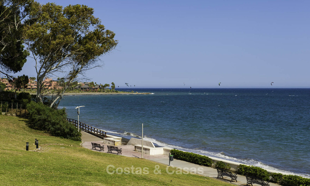 Frontline beach penthouse apartment for sale with private pool on the New Golden Mile, between Marbella and Estepona 32194