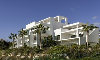 Modern 3-bedroom apartment for sale with partial sea view in a front-line golf complex in Benahavis - Marbella 32558