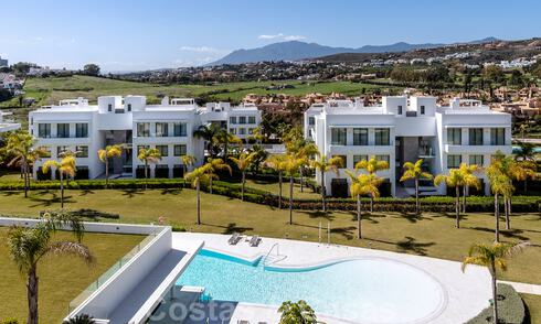 Move in ready! Modern designer penthouse with 3 bedrooms for sale in luxury resort in Marbella - Estepona 33392