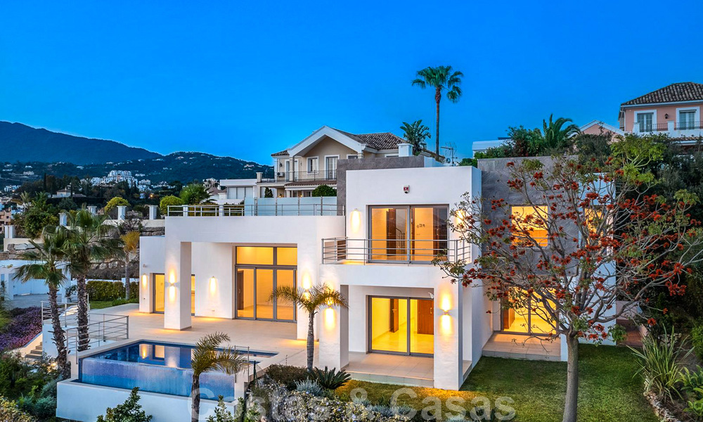 Ready to move in, new modern luxury villa for sale with sea views in Marbella - Benahavis in gated community 33565