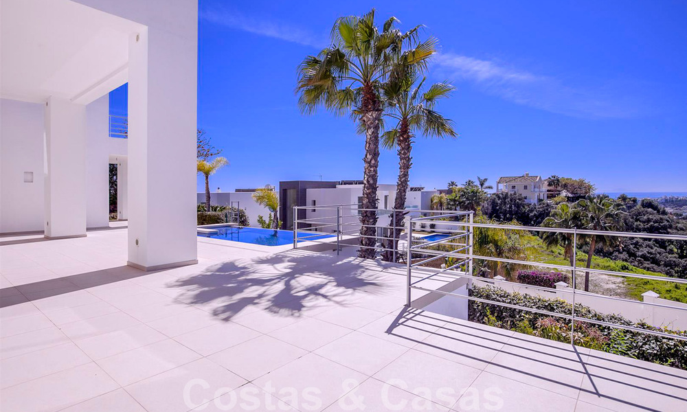 Ready to move in, new modern luxury villa for sale with sea views in Marbella - Benahavis in gated community 33568