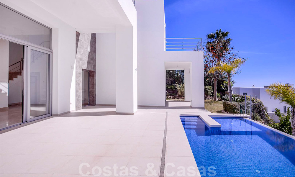 Ready to move in, new modern luxury villa for sale with sea views in Marbella - Benahavis in gated community 33577