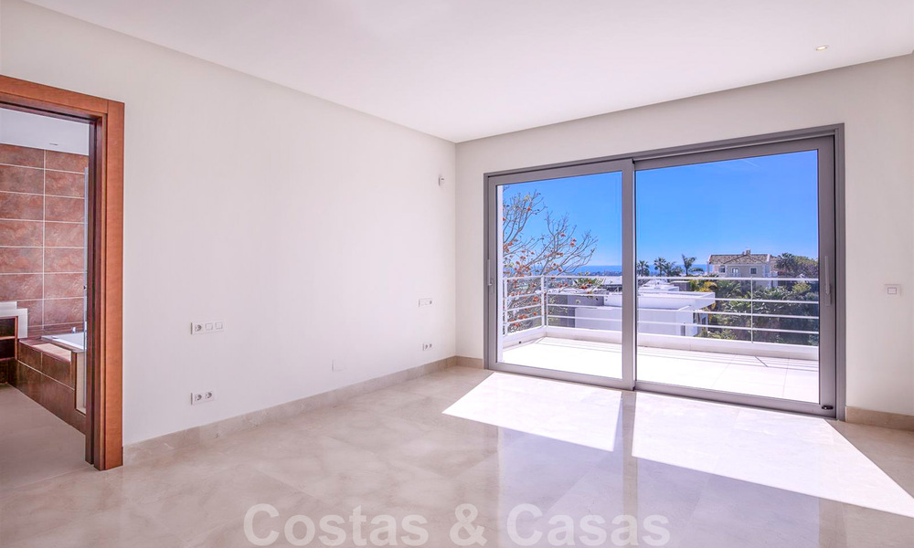 Ready to move in, new modern luxury villa for sale with sea views in Marbella - Benahavis in gated community 33580