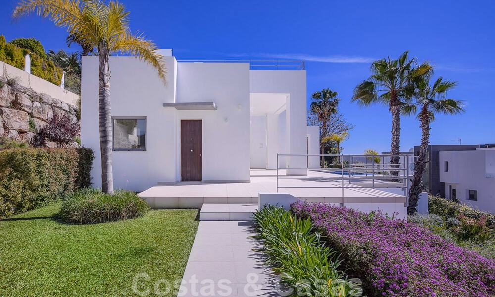 Ready to move in, new modern luxury villa for sale with sea views in Marbella - Benahavis in gated community 33584