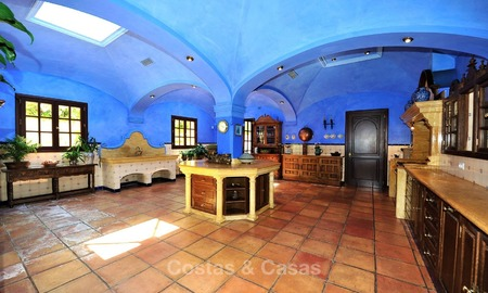 Villa - country estate for sale, Marbella - Estepona 884