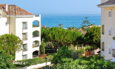 Beachfront and beachside luxury apartments for sale in Elviria, Marbella east 31035