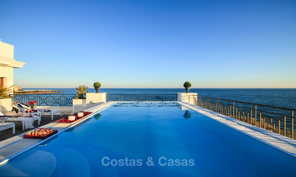 Beachfront luxury apartments for sale, Estepona, Costa del Sol with open sea views 9727