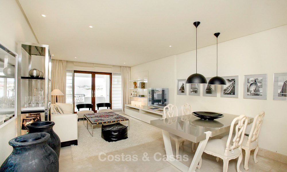 Beachfront luxury apartments for sale, Estepona, Costa del Sol with open sea views 9712