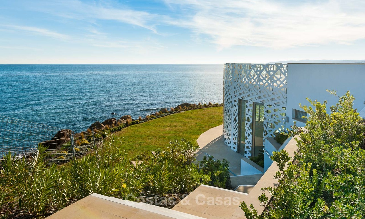Beachfront luxury apartments for sale, Estepona, Costa del Sol with open sea views 7958
