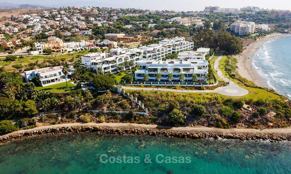 Frontline beach luxury 3 bedroom apartment for sale, Estepona, Costa del Sol with open sea view 9768
